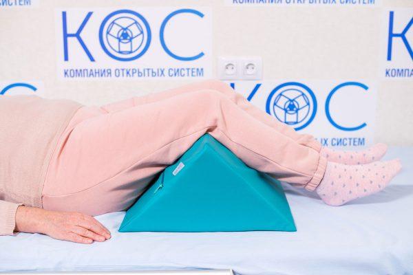треугольная подушка под ноги